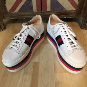 Gucci white leather Peggy shoes red and blue